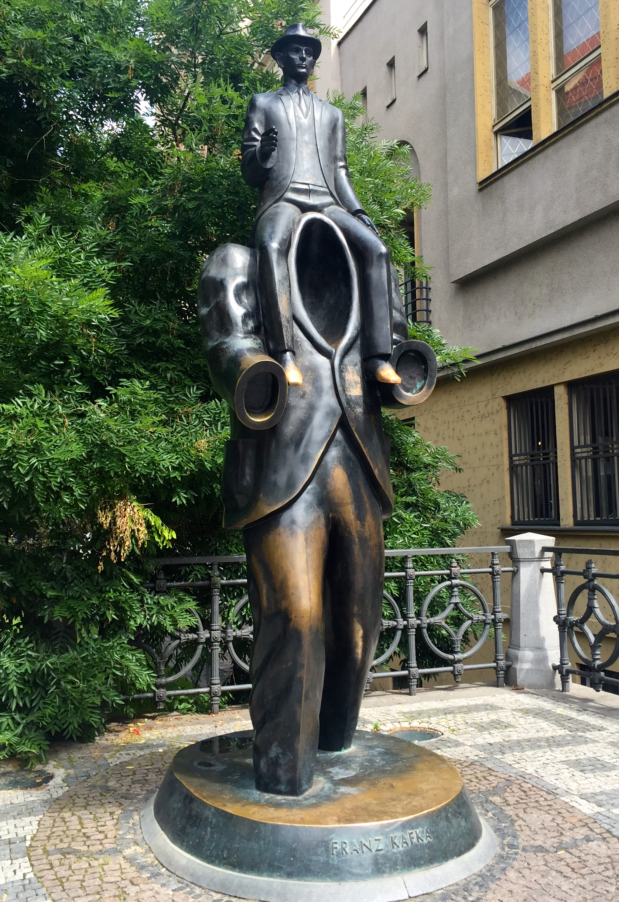 kafka-statue-prague-attractions