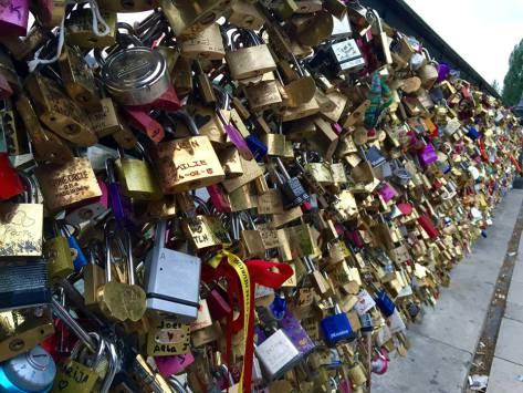 pont-des-arts-love-lock-bridge-paris