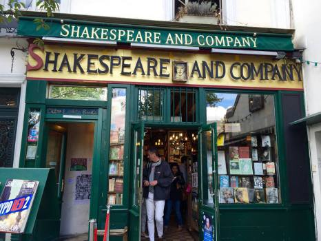 shakespeare-and-company-paris-front