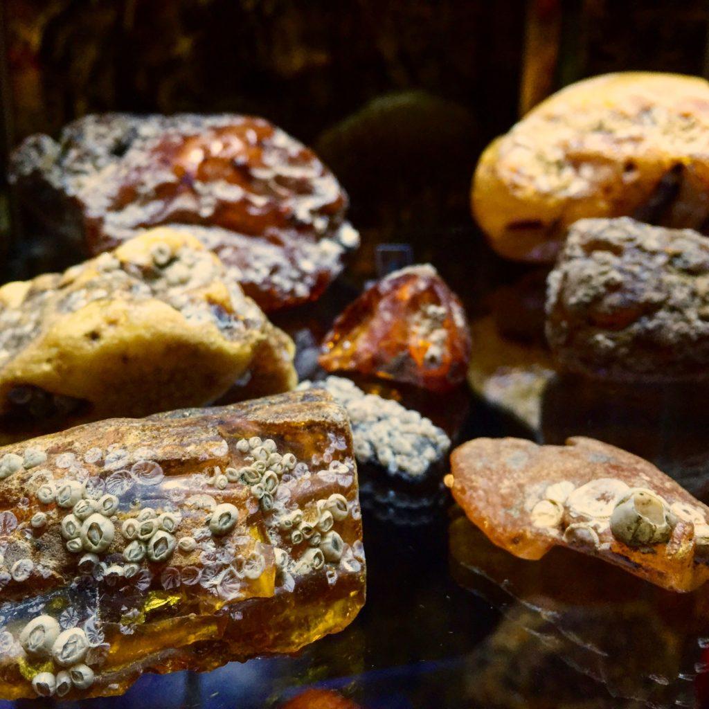 polish-amber-rocks