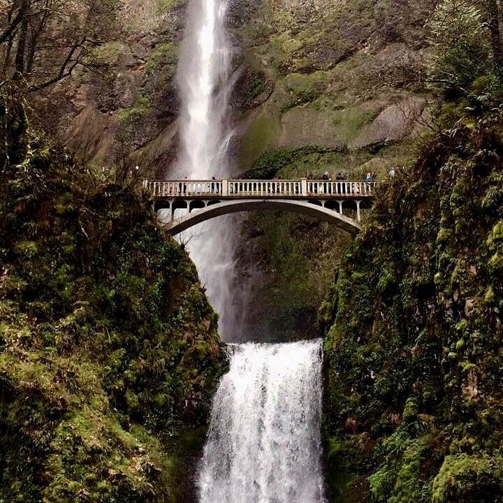 top-portland-attractions-multnomah-falls
