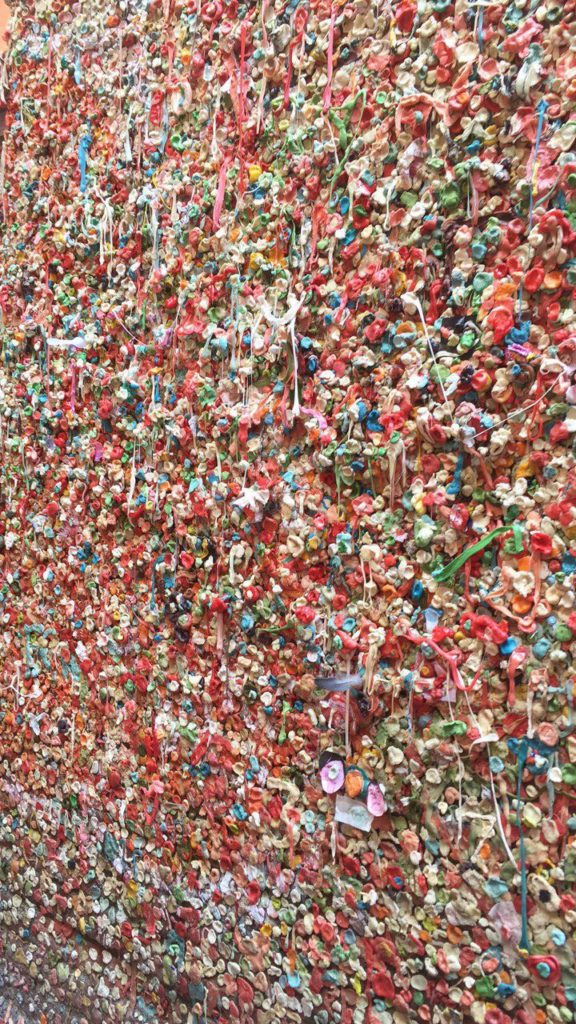 top-seattle-attractions-gum-wall